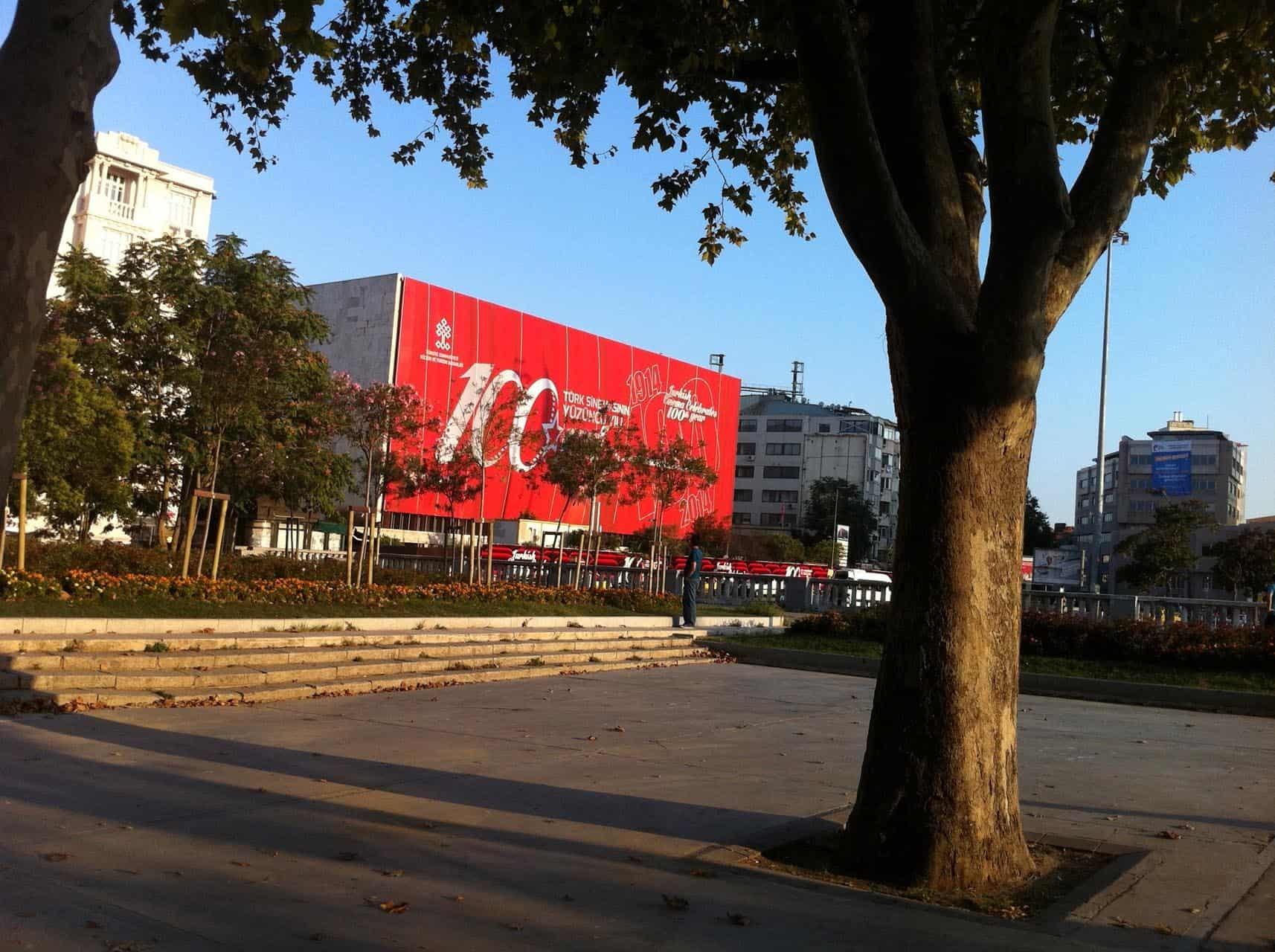 istanbul taksim ataturk kultur merkezi bina giydirme12 - İstanbul Taksim AKM Binası Giydirme