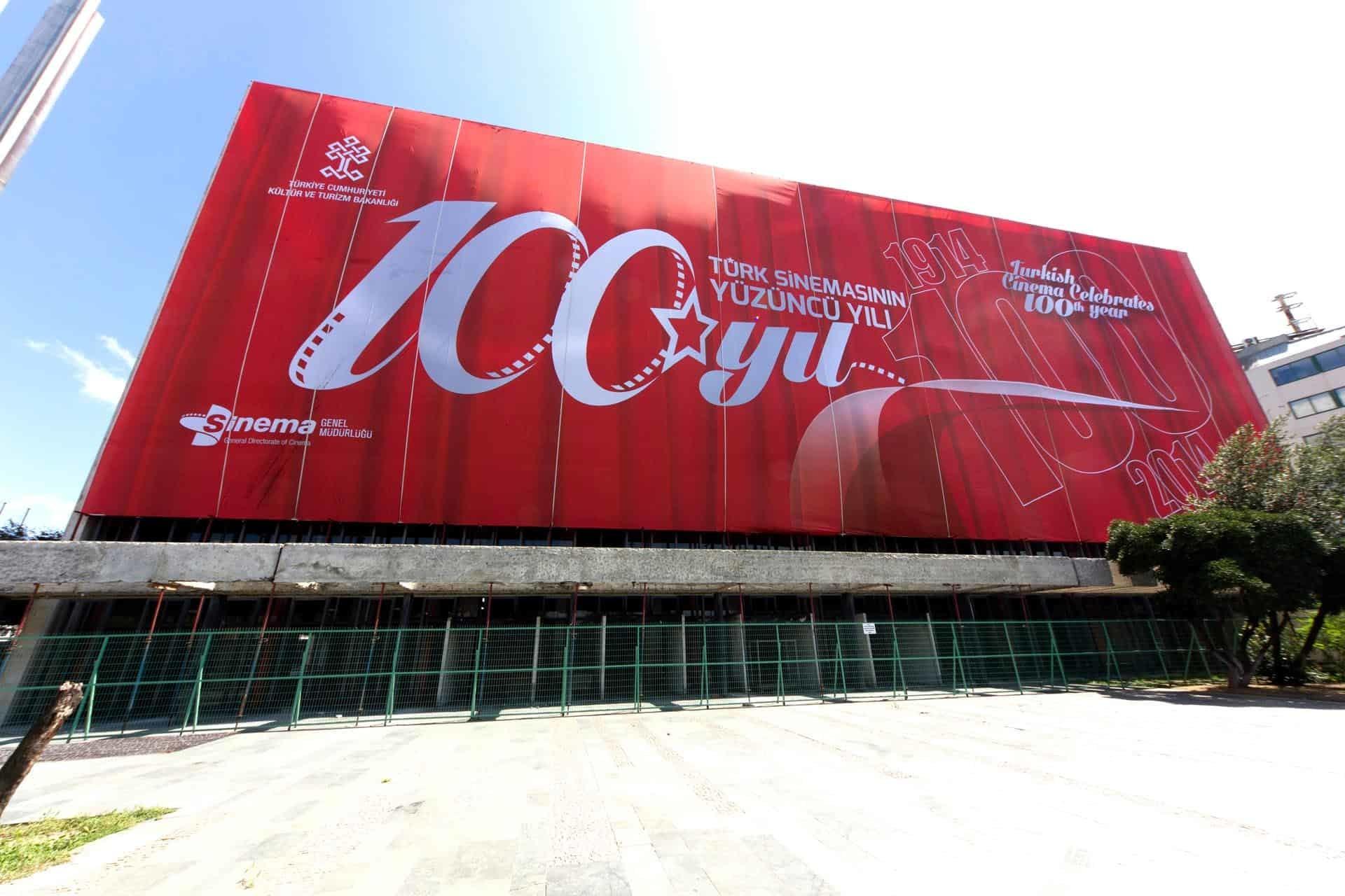 istanbul taksim ataturk kultur merkezi bina giydirme2 - İstanbul Taksim AKM Binası Giydirme